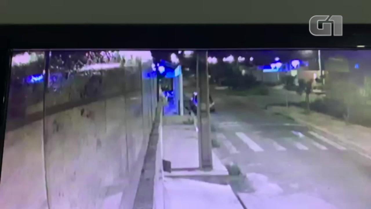 Vídeo mostra fuga de suspeitos de balear policial em tentativa de assalto