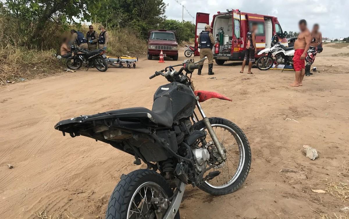 Acidente entre moto e caminhão deixa duas pessoas feridas em João Pessoa