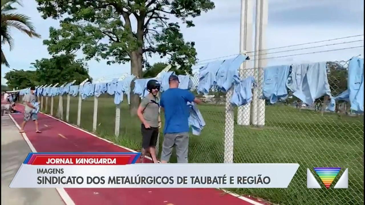 Funcionários da Ford fazem protesto contra fechamento da fábrica em Taubaté