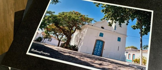 O projeto Varal Fotográfico, na orla de Cabo Frio