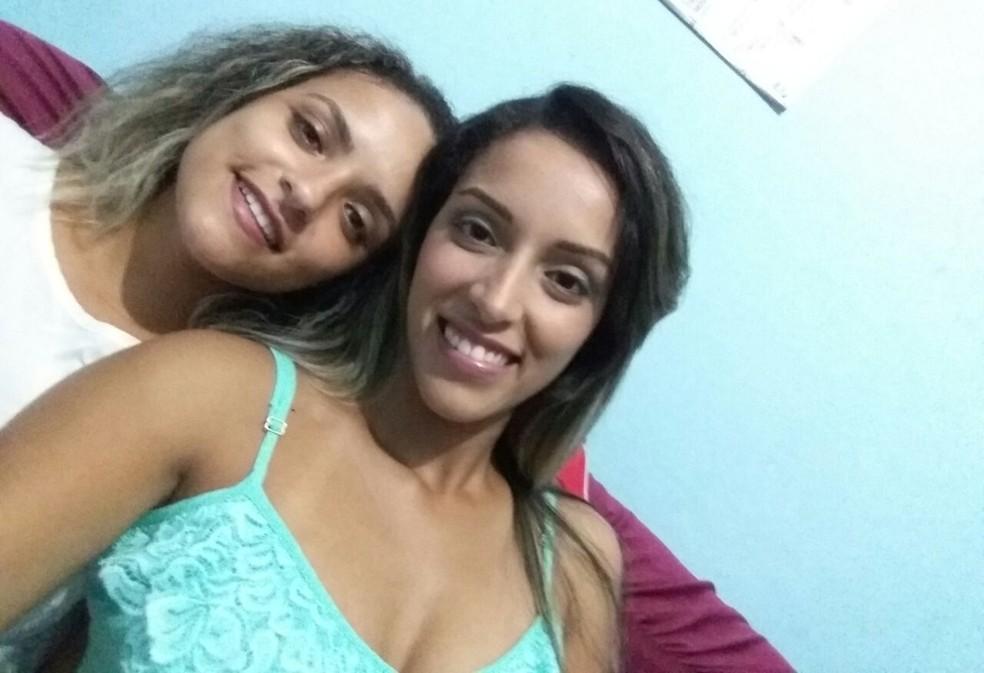 Érica e a irmã Débora em Santos, SP. (Foto: Arquivo Pessoal)
