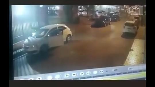Grupo de seis homens assalta motorista em frente a condomínios no Guará