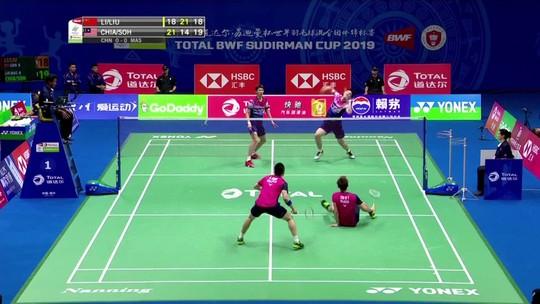 Por pouco! Em lance incrível, atleta da Malásia quase salva ponto em torneio de badminton
