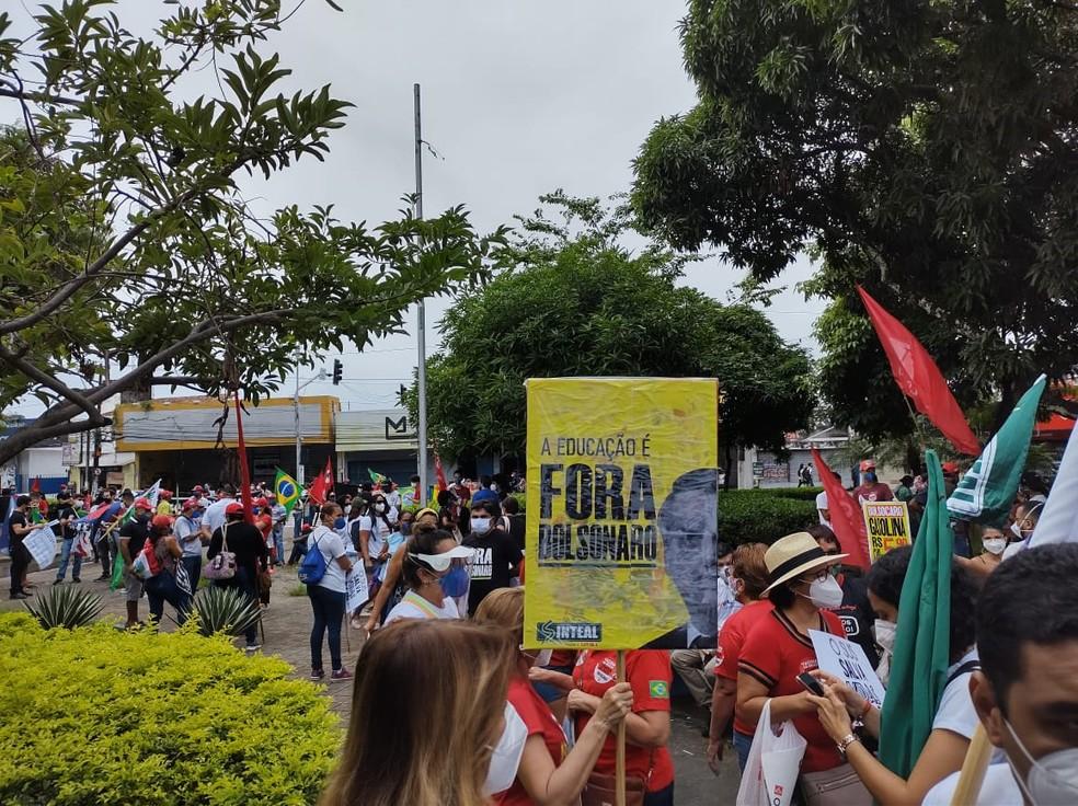 Manifestantes protestam contra Bolsonaro na Praça Centenário, em Maceió — Foto: Sandra Sena/CUT
