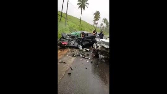 Colisão frontal entre carros deixa feridos em Jequiá da Praia, AL