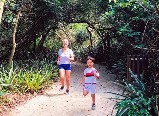 Juliana Silveira e o filho, Bento (Foto: Reprodução/Instagram)