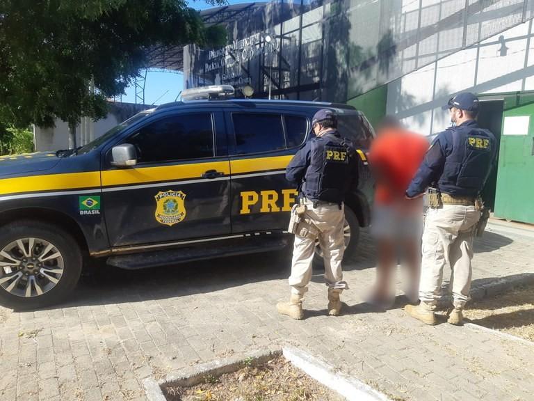 Passageiro é preso com arma de fogo dentro de ônibus intermunicipal na Grande Fortaleza