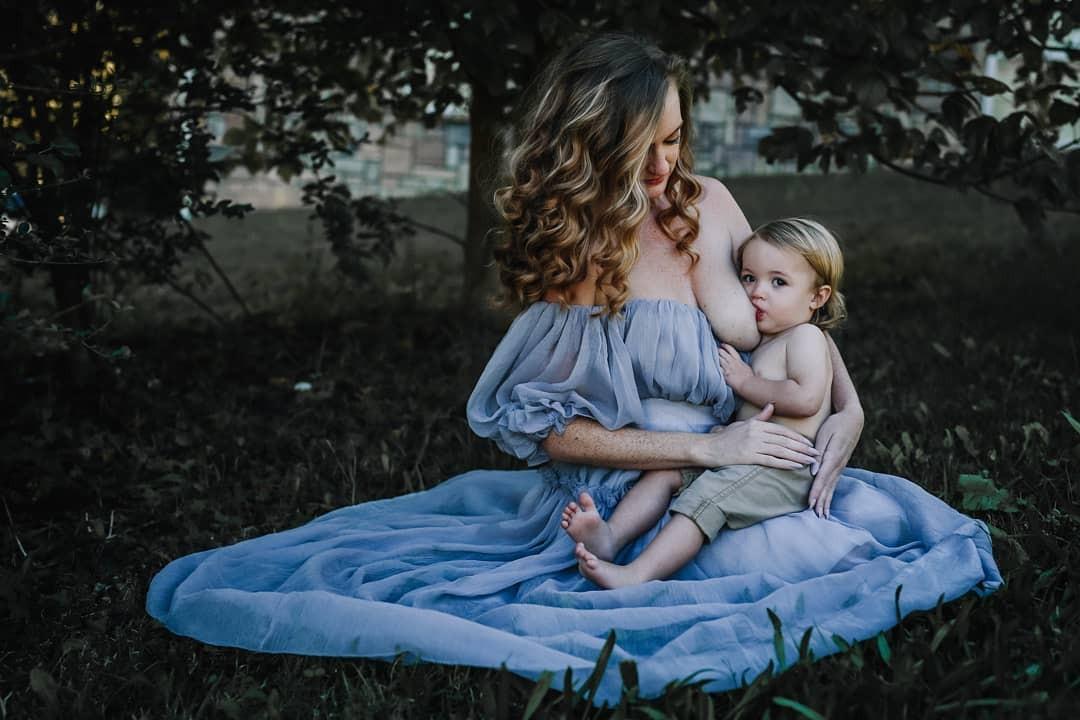 Summer durante ensaio fotográfico com o filho (Foto: Reprodução Instagram)