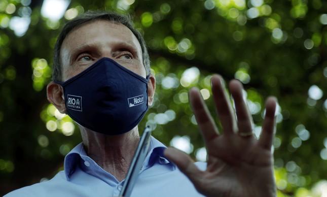 A dois dias da eleição, Marcelo Crivella inaugura Wi-Fi em praça de Brás de Pina
