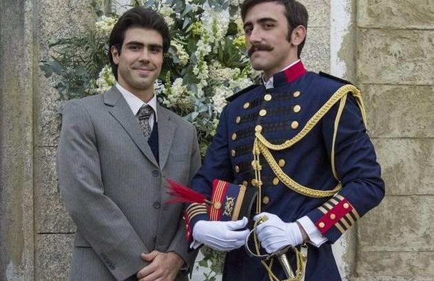 Luccino (Juliano Laham) e Otávio (Pedro Henrique Müller) terminarão juntos. Eles vão morar em casas separadas, porém próximas. As residências serão ligadas por uma porta (Foto: Globo/Estevam Avellar)