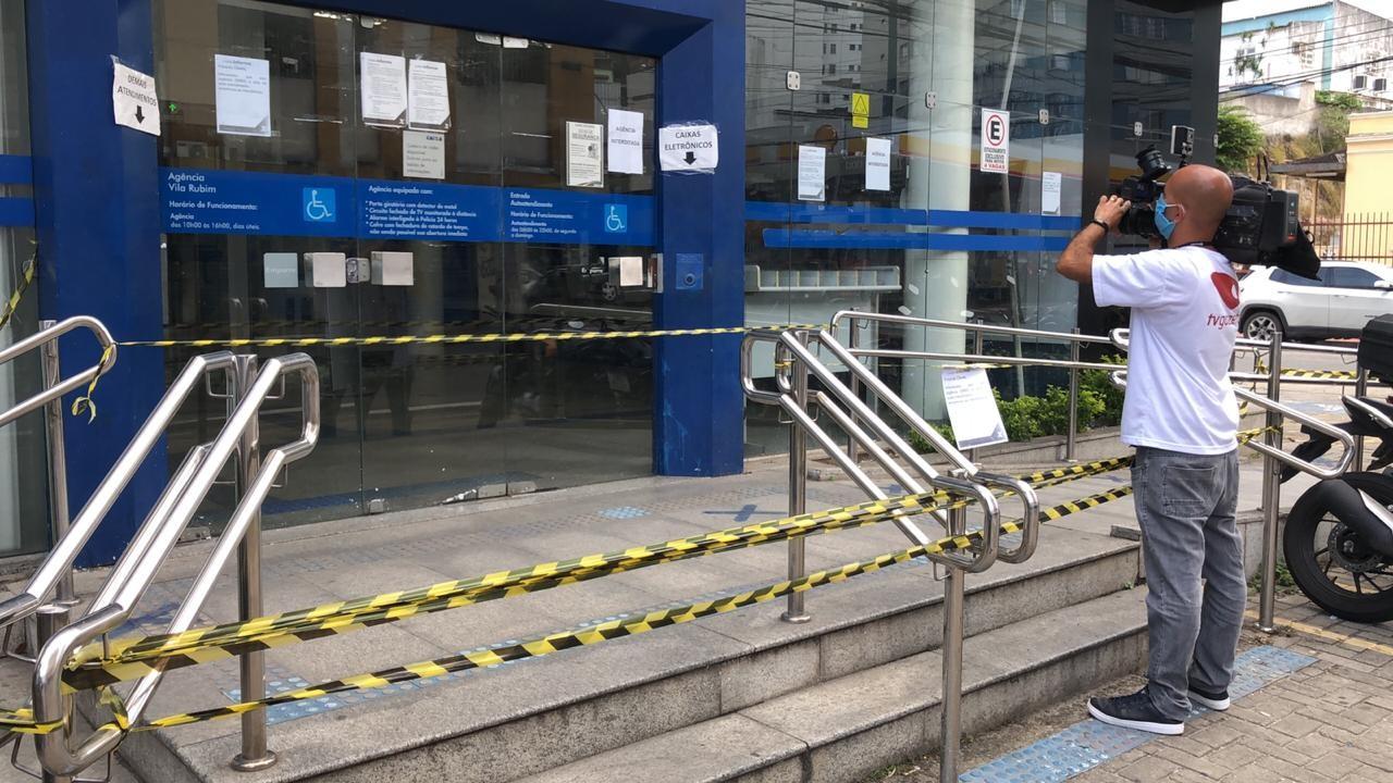 Agência da Caixa em Vitória é arrombada e fica fechada para atendimento