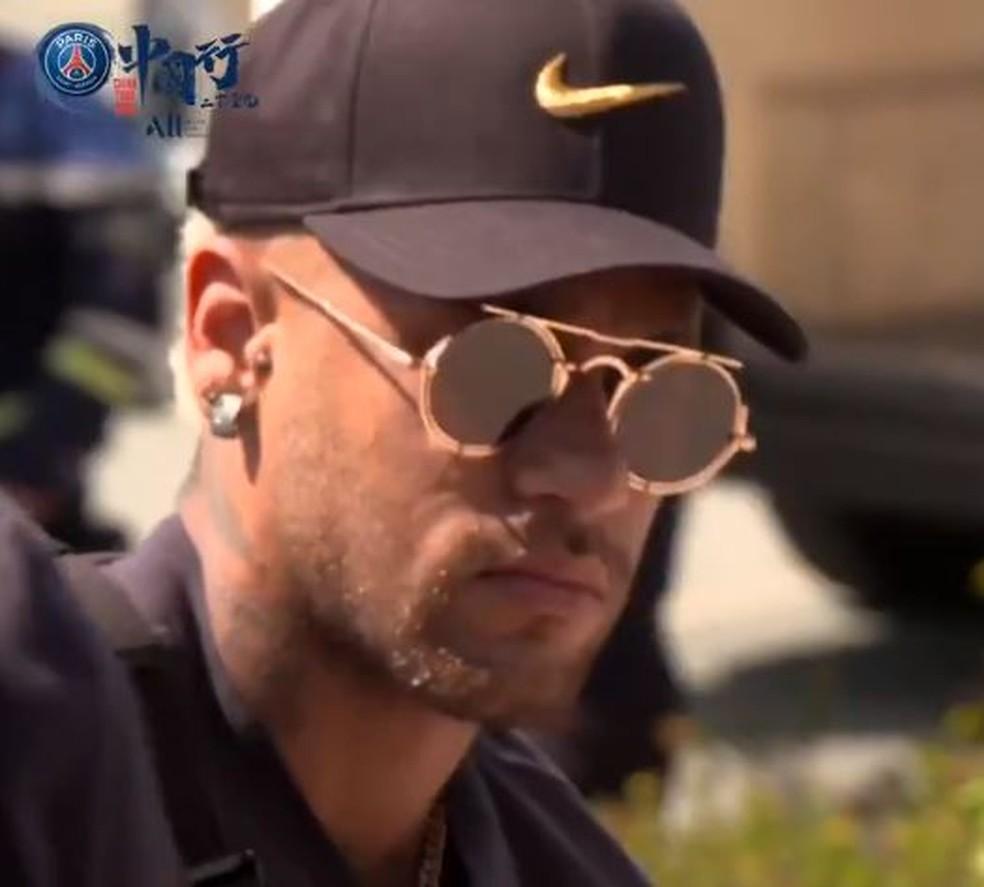 Neymar na chegada à China para pré-temporada do PSG — Foto: Twitter PSG