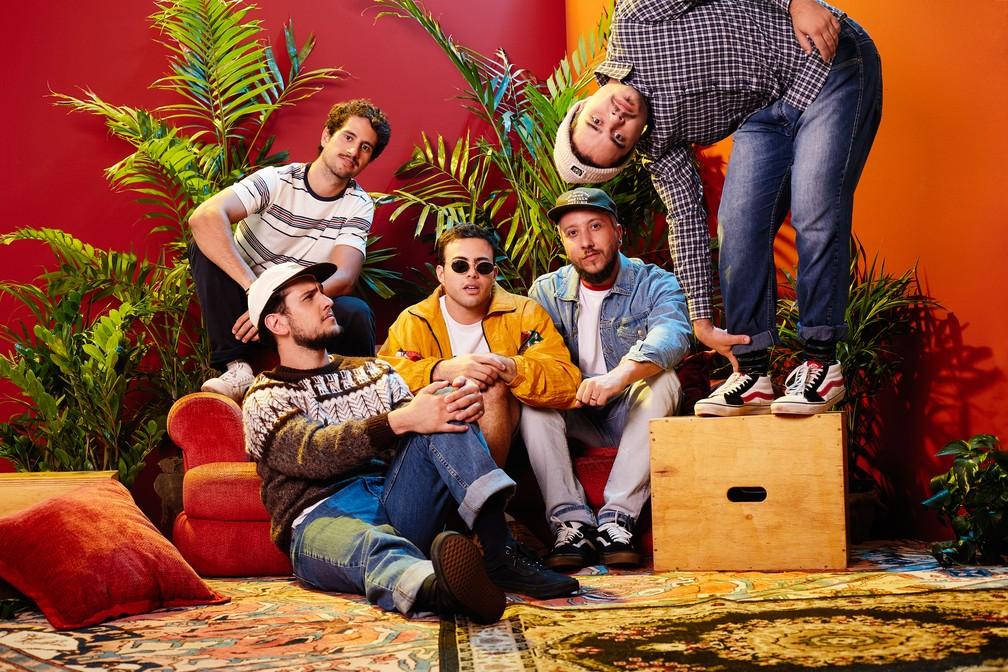 Lagum: baixista Francisco Jardim, o guitarrista Otávio Cardoso, o vocalista Pedro Calais, o bateirista Tio Wilson e o guitarrista Glauco Borges — Foto: Divulgação