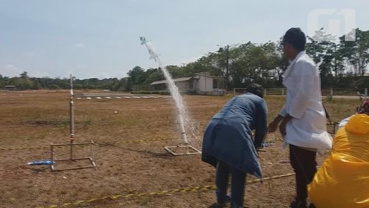 Estudantes do AP usam estudos científicos em competição de lançamento de foguetes