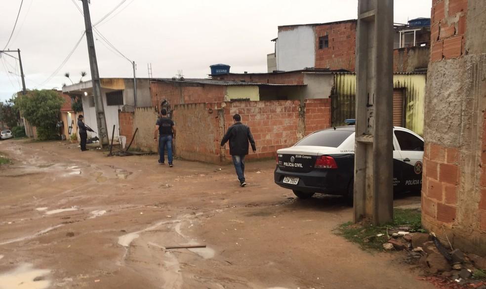 Quatro policiais e duas viaturas estão participando da ação em Campos (Foto: Divulgação/Polícia Civil)
