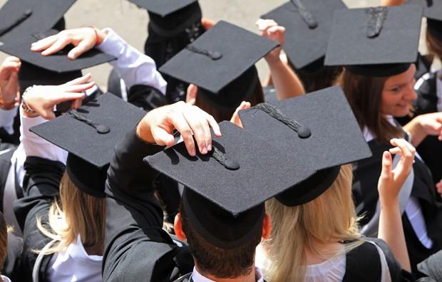 Mais difícil não é planejar o investimento para a faculdade do filho, mas ter a disciplina no longo prazo (Foto: Christopher Furlong/Getty Images)