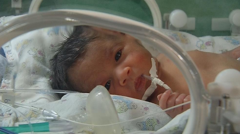 Trigêmeas de Cosmorama ficaram internadas na UTI neonatal (Foto: Reprodução/TV TEM)