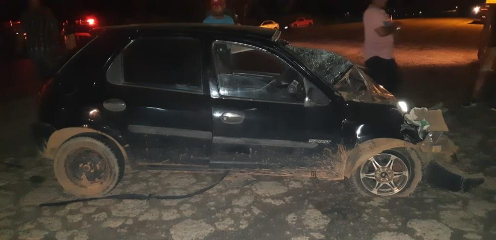 Motorista do segundo carro de passeio ficou ferido — Foto: PRF/Divulgação