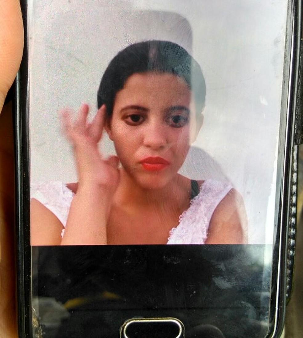Mãe das menores foi encontrada morta, após elas serem socorridas com queimaduras (Foto: Rondônia News/Reprodução)