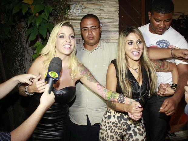 Ex-BBBs Clara e Vanessa em festa no Rio (Foto: Isac Luz/ EGO)
