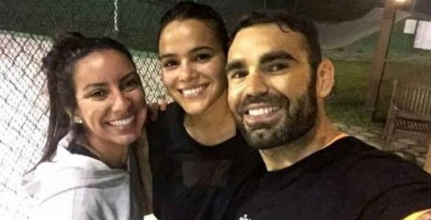Nathalia Queiroz (à esq.) com a atriz Bruna Marquezine e o personal trainer Chico Salgado