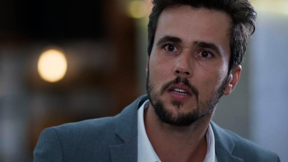 Rafael (Bruno Ferrari) fica chocado ao ver Kyra (Vitória Strada) em 'Salve-se Quem Puder' — Foto: Globo