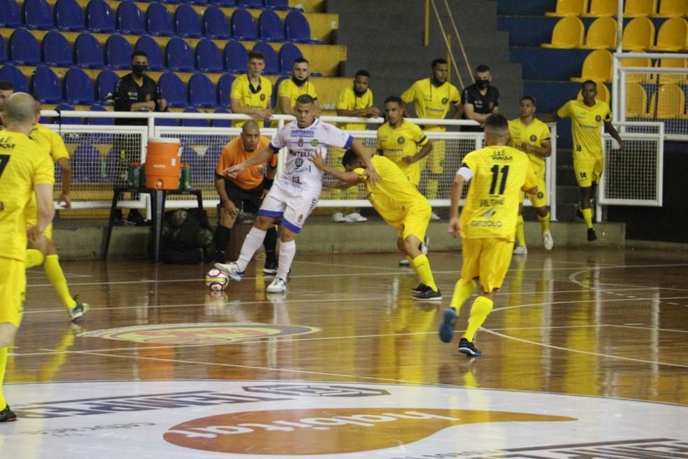 Duelo foi realizado em quadra neutra — Foto: João Paulo Benini / Dracena Futsal
