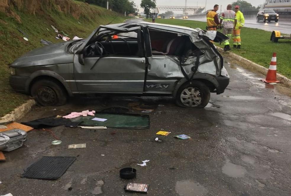 Motorista, de 38 anos, perdeu o controle do veículo na altura do Km 60 da via Dutra, em Guaratinguetá (SP). (Foto: Divulgação/PRF )