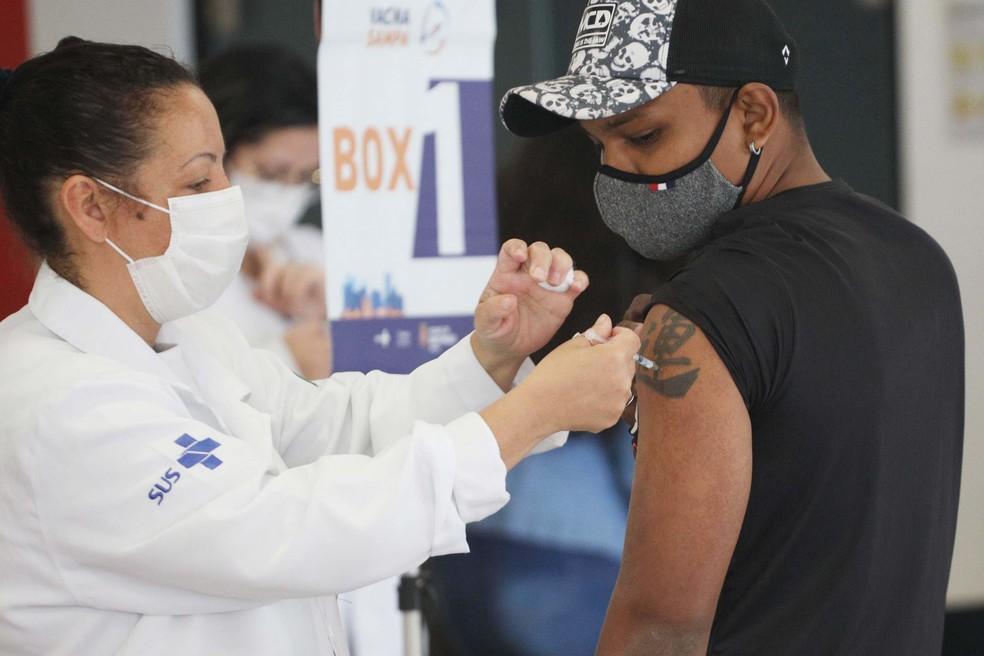 'Virada da Vacina' em posto da FMU, na zona central da cidade de São Paulo SP — Foto: RENATO S. CERQUEIRA/FUTURA PRESS/FUTURA PRESS/ESTADÃO CONTEÚDO