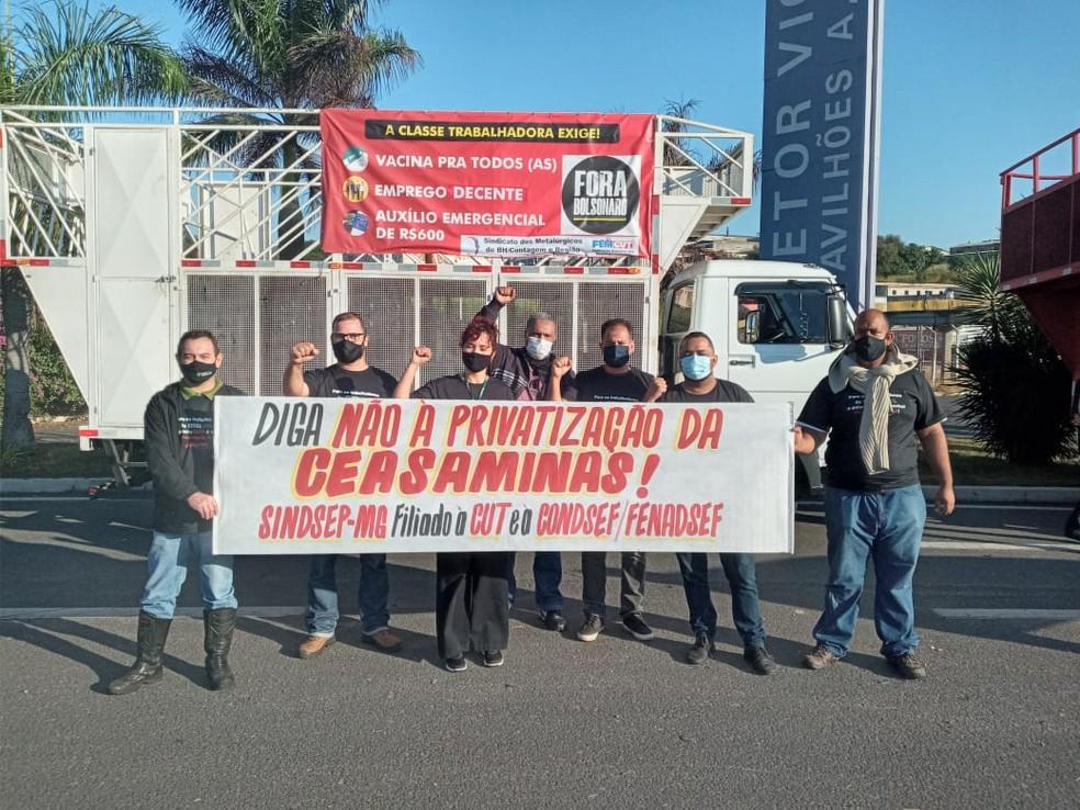 Trabalhadores da Ceasa fazem um protesto, contra privatização da empresa, na manhã desta quarta-feira (2), em Contagem. — Foto: Sindsep-MG