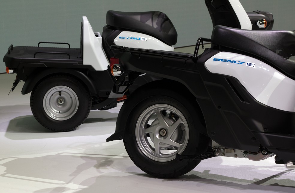 Cargo space is featured on Honda's electric scooters - Photo: Rafael Miotto / G1
