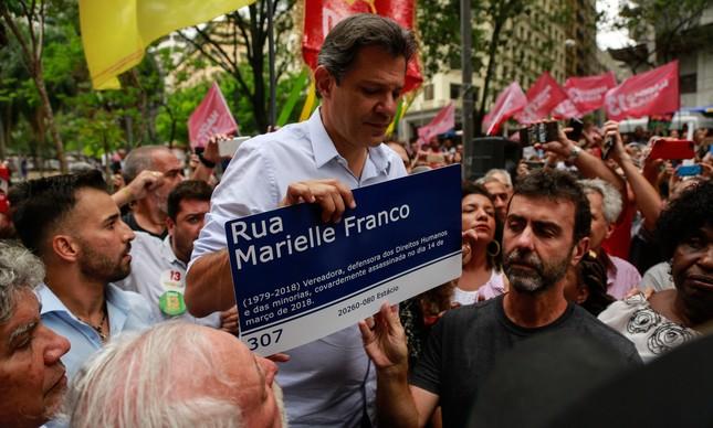 Fernando Haddad e Marcelo Freixo em campanha no Rio, em 2018