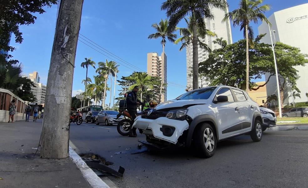Duas pessoas ficaram feridas — Foto: Raphael Marques/TV Bahia