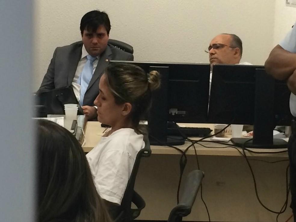 Cristiane Coelho presta depoimento à Justiça pela primeira vez (Foto: Patrícia Nielsen/TV Verdes Mares)
