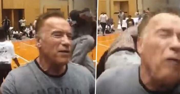 Arnold Schwarzenegger é acertado por homem pelas costas em evento (Foto: Reprodução/Twitter)