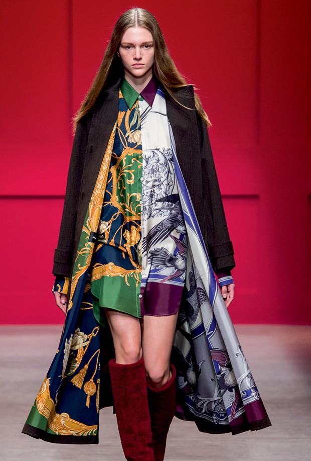 FERRAGAMO - Em seu primeiro desfile como diretor criativo da linha feminina da marca italiana, Paul Andrew também resgatou estampas de lenço dos arquivos da casa (Foto: Imaxtree, Reprodução/Facebook e Divulgação)