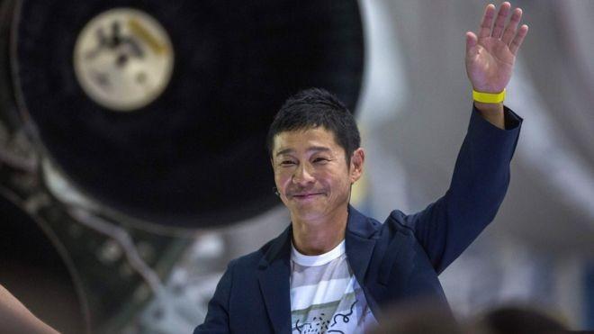 Yusaku Maezawa tem um império de moda no Japão e uma fortuna bilionária (Foto: AFP via BBC News Brasil)