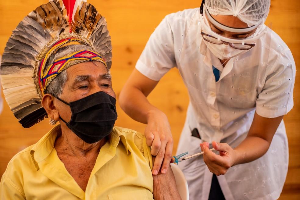 Indígenas são vacinados em São Joaquim de Bicas — Foto: Pedro Gontijo/Imprensa MG
