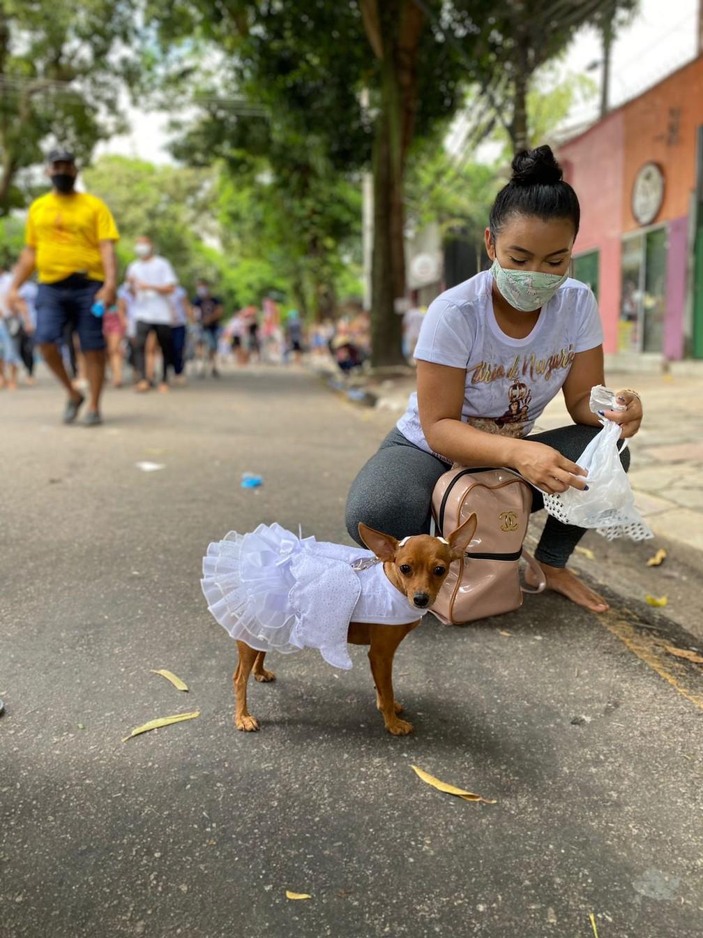 Círio de Nazaré 2021: Alguns devotos percorreram as ruas de Belém acompanhados do animal de estimação para pagar promessa — Foto: Brenda Rachit/G1