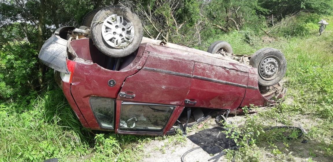 Acidente entre caminhonete e carro deixa cinco feridos na BR-424, em Caetés