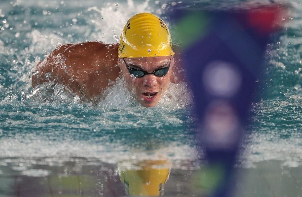 Gabriel Bandeira, fenômeno da natação em classe pra deficiente intelectual