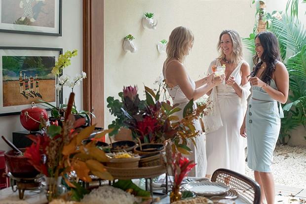 Lifestyle natal entre amigas - Guta e seus drinques de frutas brasileiras (Foto: Mayra Azzi)