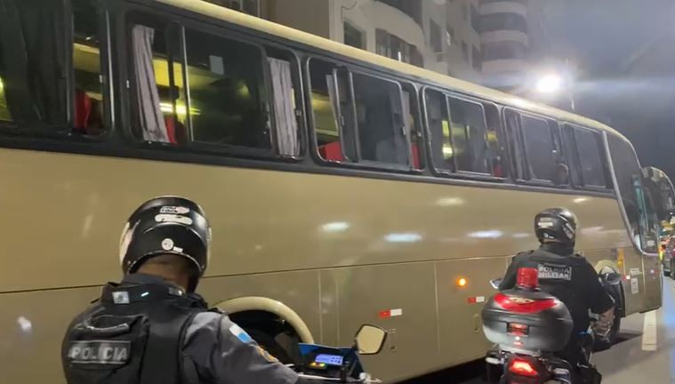 Polícia leva para delegacia grupo que veio de Minas Gerais para baile funk no Rio