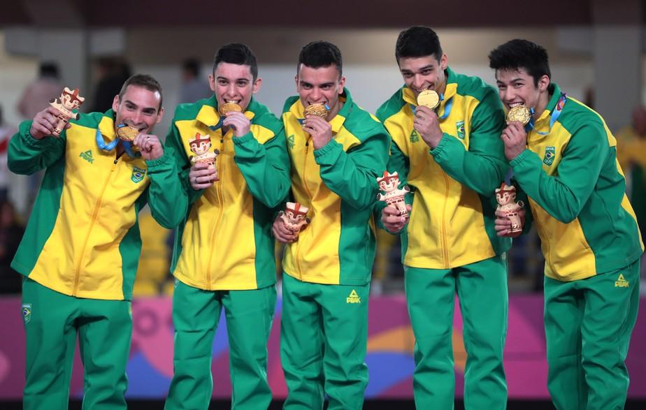 Perdidos na matemtica ginastas festejam o ouro aps sufoco no fim