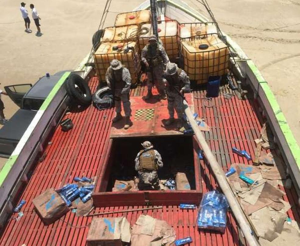 Polícia apreendeu 20 mil maços de cigarro e parte da carga ainda será contabilizada — Foto: PMCE/Divulgação