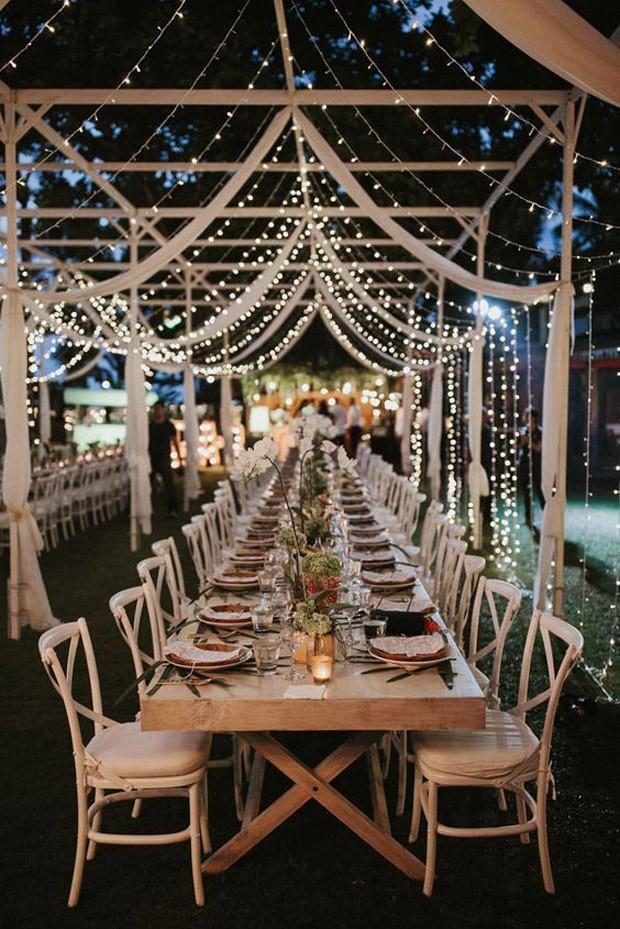 Mesa de convidados em casamento com iluminação diferenciada (Foto: Pinterest/Reprodução)