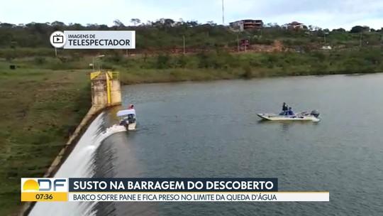 Barco da Caesb quase sofre queda na barragem do Descoberto