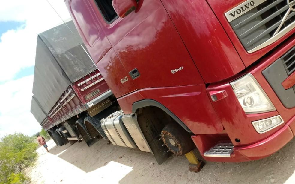 Irmãos são presos por roubo e receptação de veículos e cargas no norte da BA — Foto: Reprodução/PM-BA