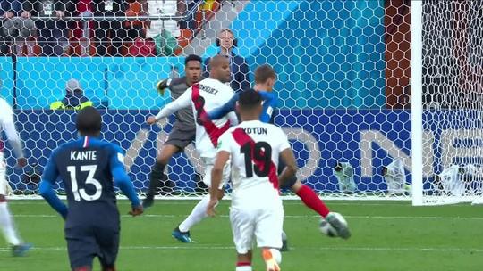 """Cueva agradece torcida e se desculpa por eliminação da seleção peruana: """"Muito triste pelo que aconteceu"""""""