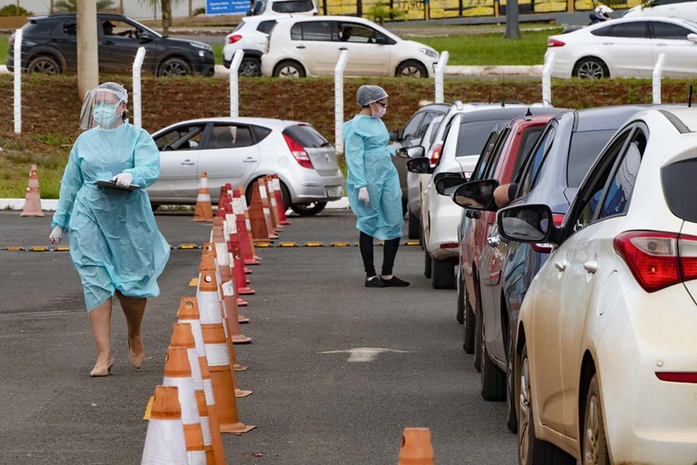Teste 'drive-thru' para coronavírus no DF.  — Foto: Leopoldo Silva/Agência Senado